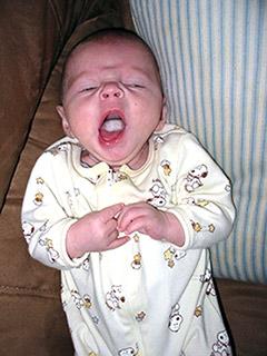 как лечить белый налёт на языке у малыша